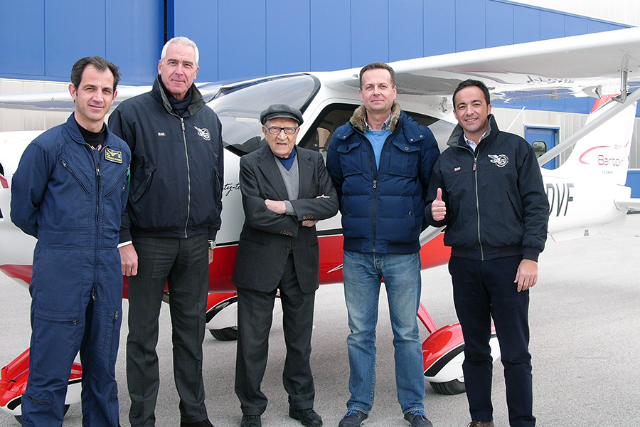 From left to right: capt. Alessandro Scaburri, MD Paolo Pascale, prof. Luigi Pascale, MD Bartlomiej Walas, Walter Da Costa, Tecnam Global Sales Director