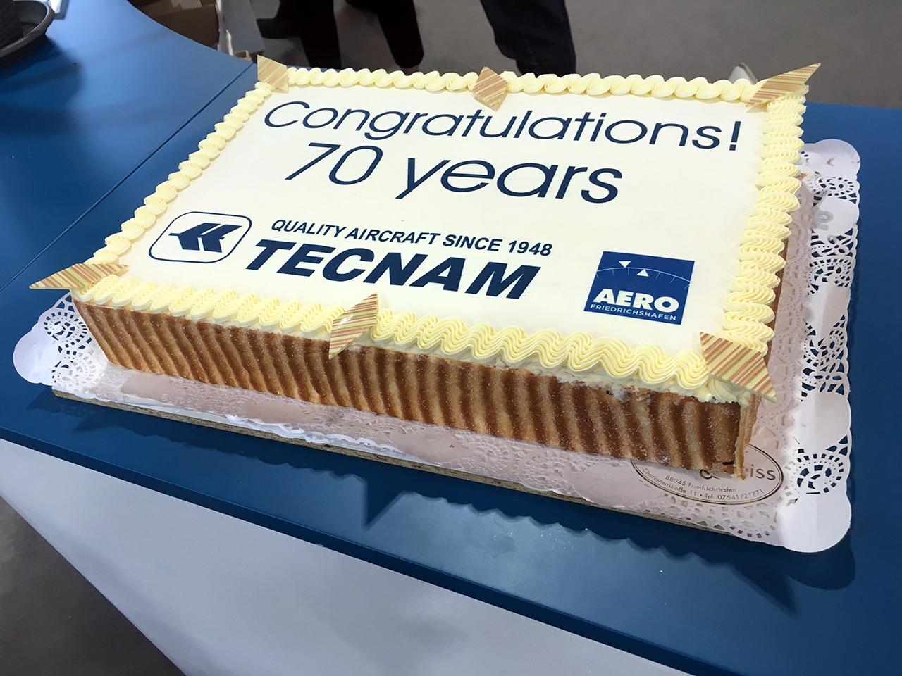 Tecnam 70 years cake